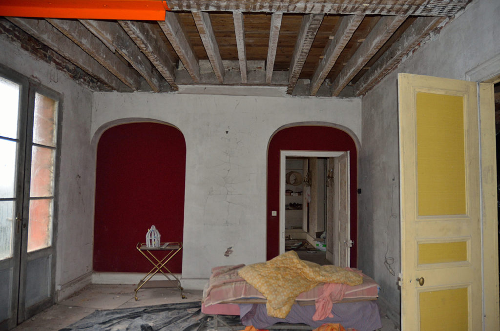 Travail d'âtrier et de pose de cheminée ancienne.