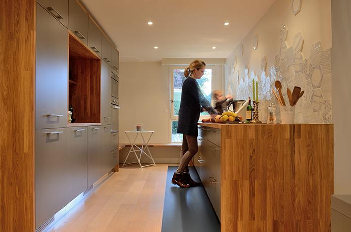 Cuisine avec plan parallèle par l'agence Oz by cath